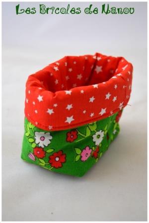Lingettes démaquillantes et panier vert et rouge