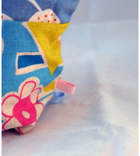Trousse à tout bleue et blanche à motifs