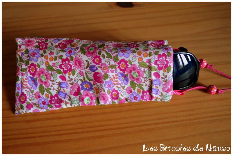 Porte lunette réversible rose fleurs et pois