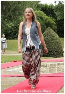 sarouel cutomisation jean et bustier customisation chemise et cravate.