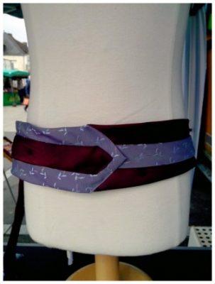 ceinture cravate violette et bordeau