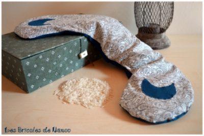 bouillotte sèche cervicale bleue et blanche