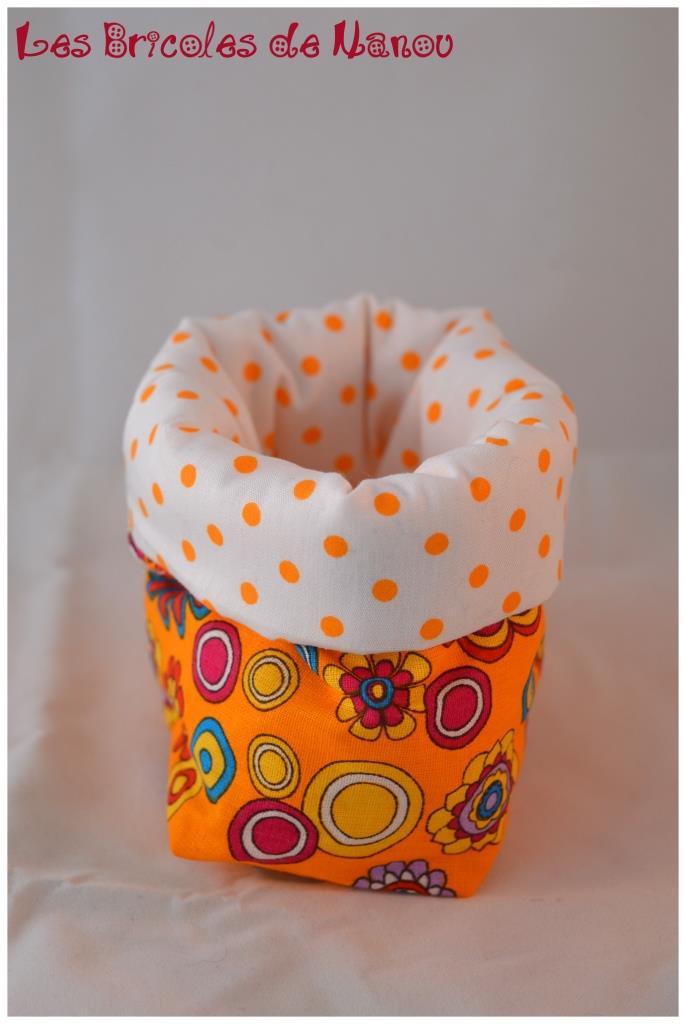 Petit panier range tout orange et blanc