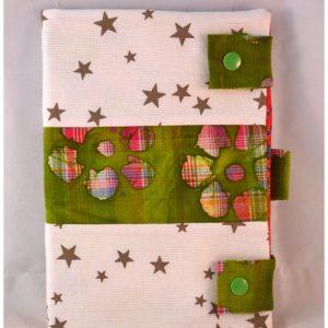 Carnet de note blanc à étoiles vertes