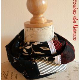 Tour de cou 4 carrés de tissu rouge noir blanc