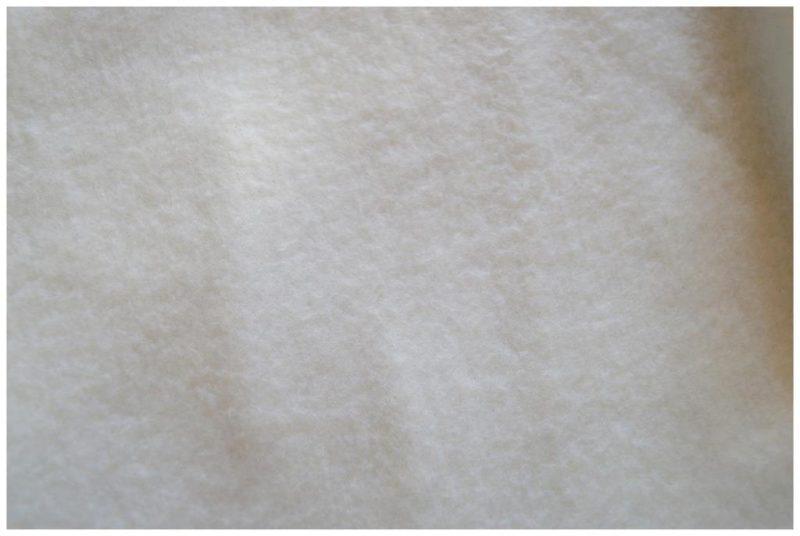 Tour de cou polaire blanche et coton bleu