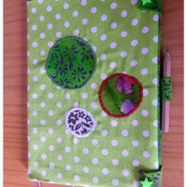 Carnet de note vert à pois blancs grand format