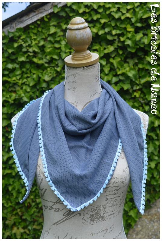 Foulard à pompons bleu gris