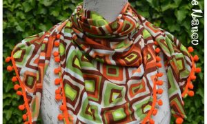 Foulard à pompons orange marron vert