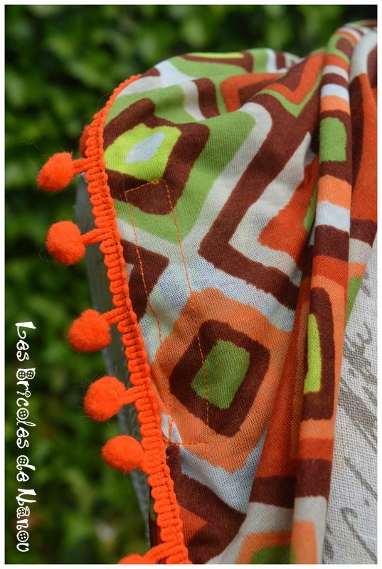 Foulard à pompons orange marron vert