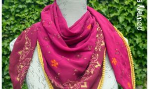 Foulard à pompons rose et jaune