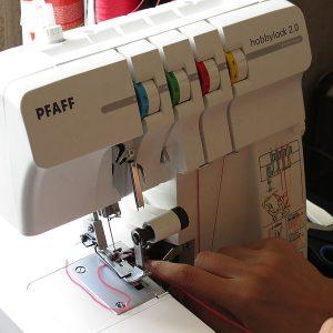 Overlock_sewing_machine_-1